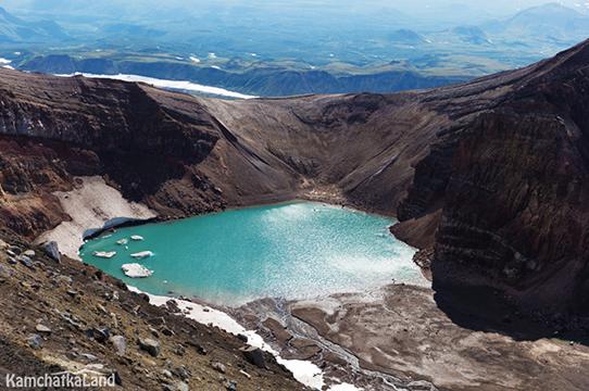 ледниковое озеро в кратере